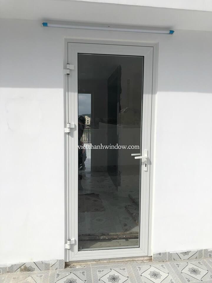 cửa đi nhôm xingfa 1 cánh mở quay