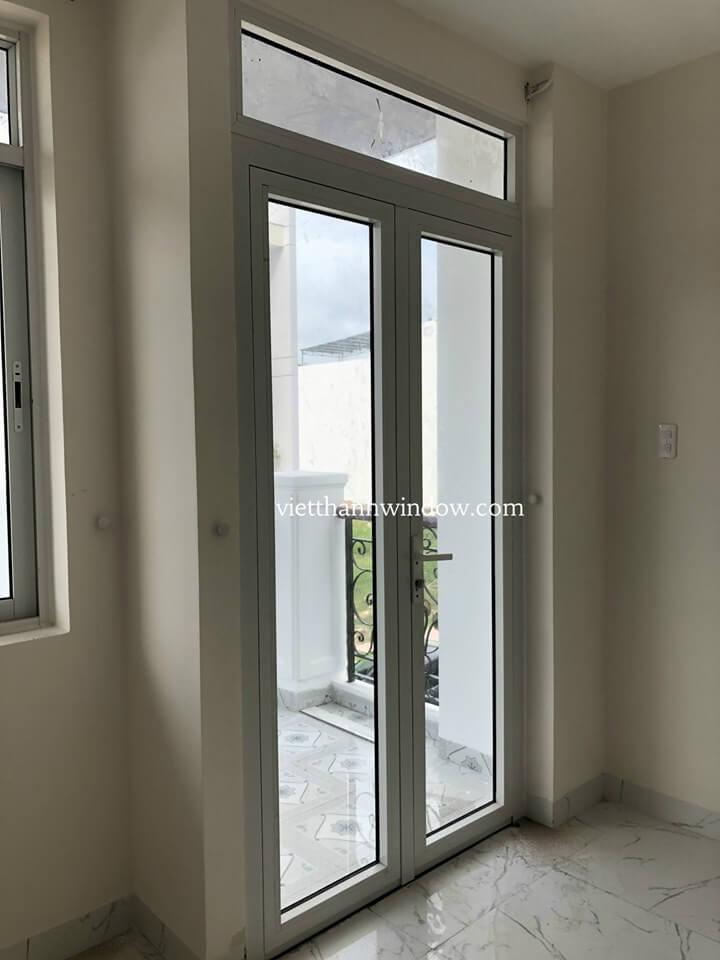 cửa đi nhôm xingfa 2 cánh mở quay